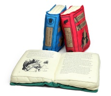 1f8a_olde_book_pillow_holiday